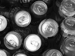 Energinių gėrimų ir alkoholio maišymas gali baigtis stipriu apsinuodijimu